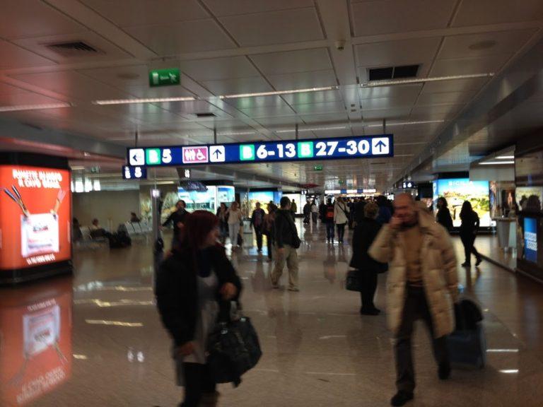 ローマのフィウミチーノ空港で乗継ぎ