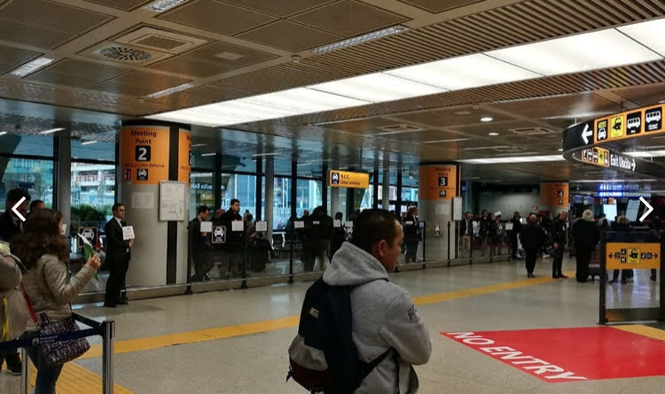ローマのフィウミチーノ空港到着ロビー