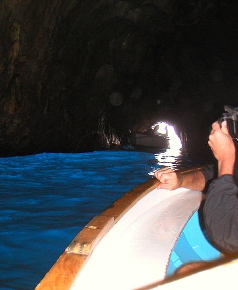イタリアのカプリ島にある青の洞窟