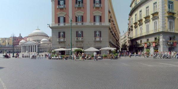 ナポリのホテル発 ポンペイ遺跡とナポリ市内観光 一日ツアー