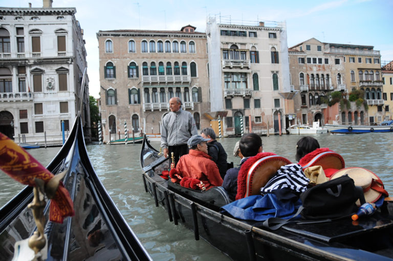ベネツィアでゴンドラ観光ツアー