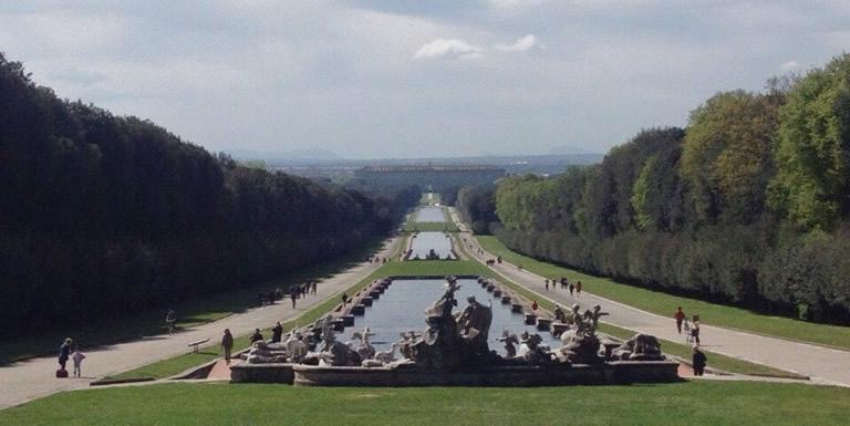 カゼルタ王宮と庭園日帰り観光ツアー