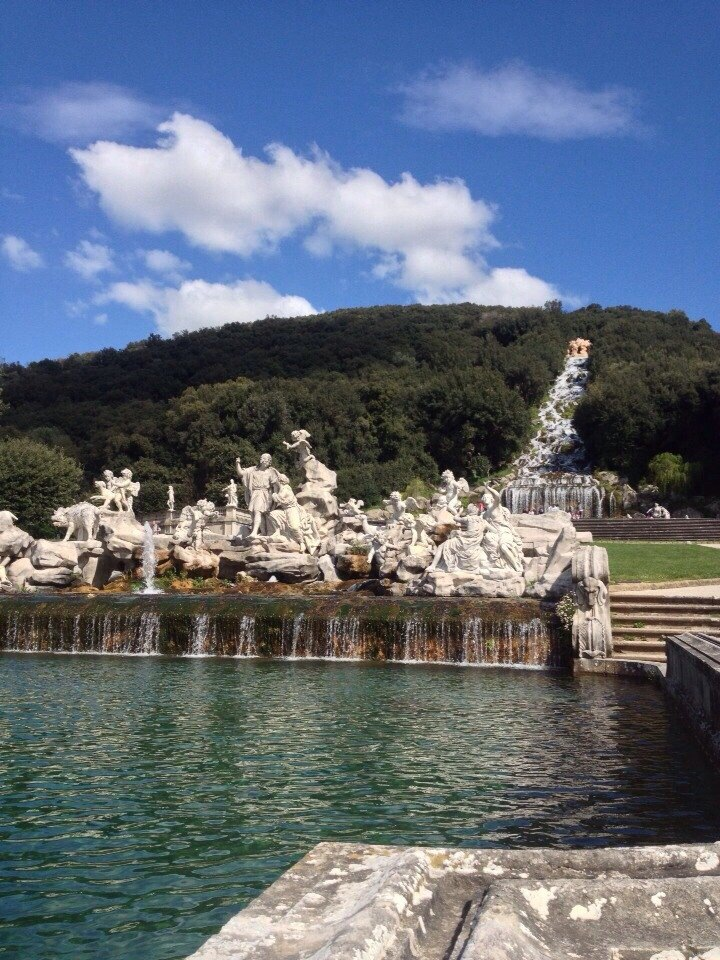 ローマ発カゼルタ王宮観光後 ナポリ中心地ホテルへ送迎